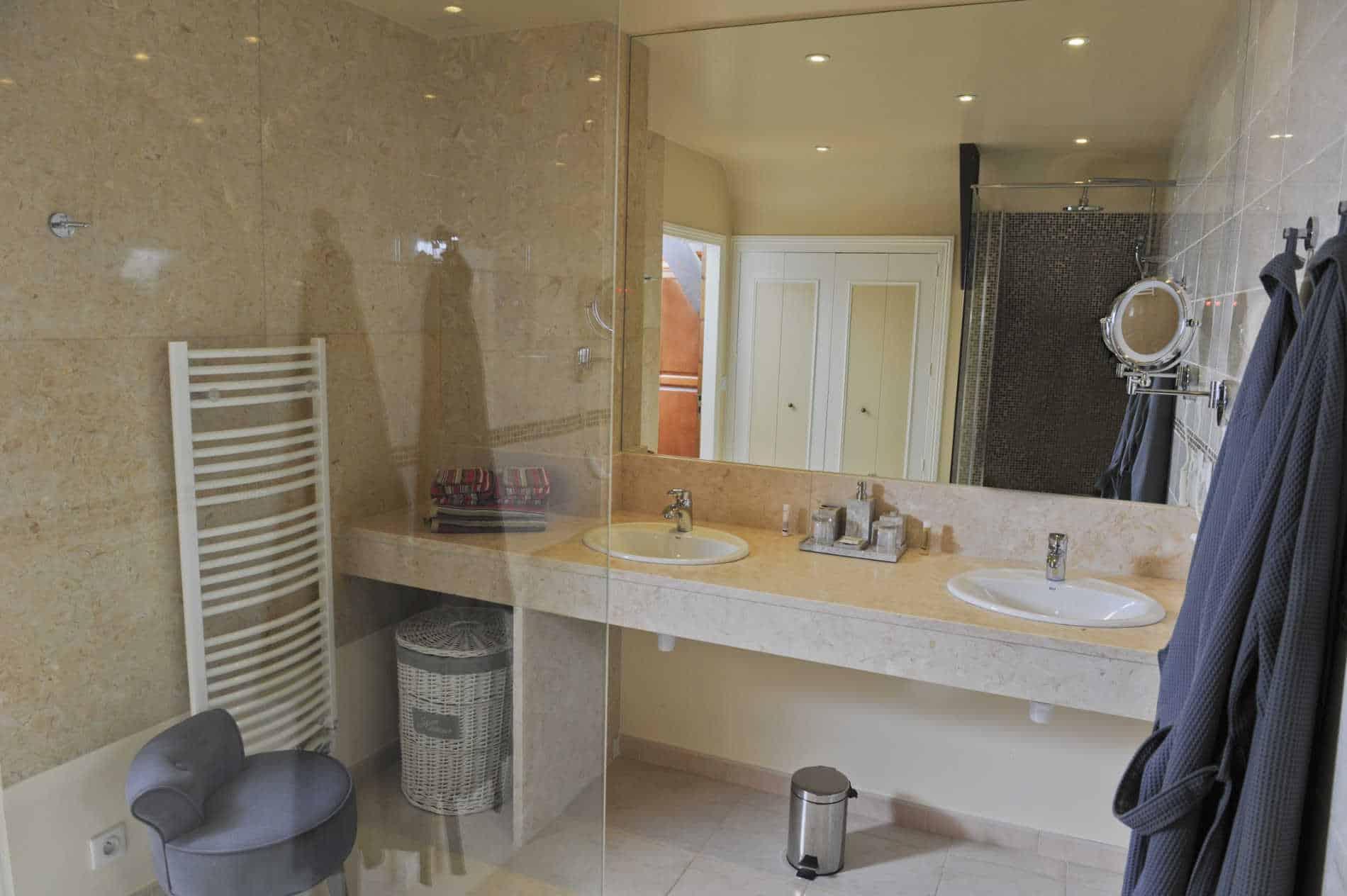 salle de bains chambres de charme bord de rivière Beynac