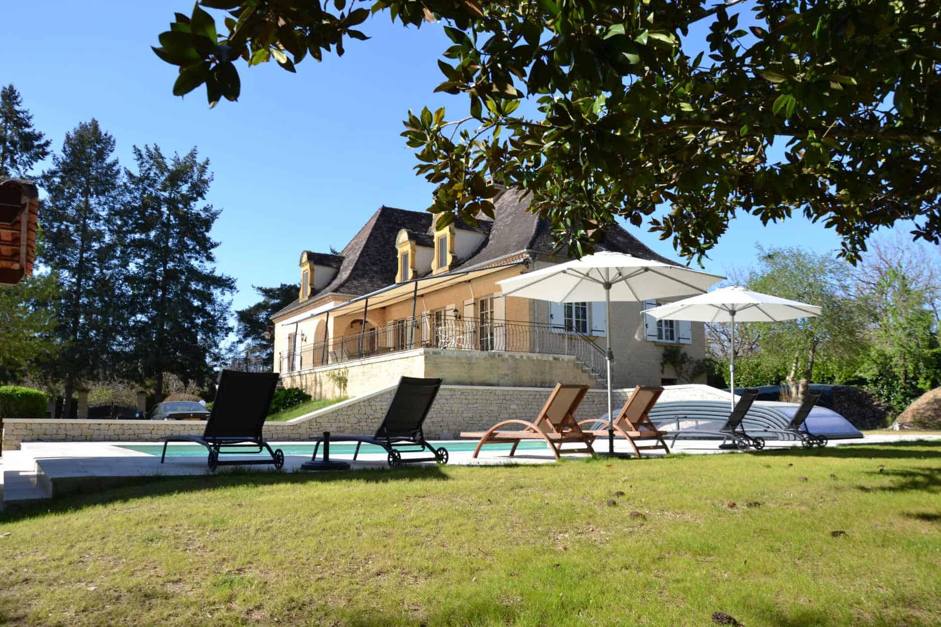 La noyeraie du port d'enveaux / chambres d'hôtes Dordogne avec piscine.