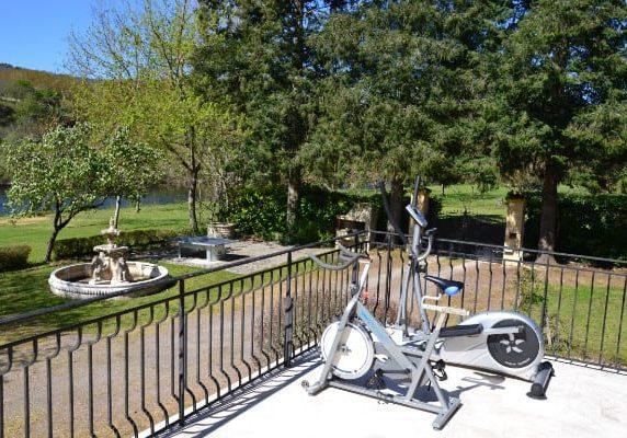 Vélo terrasse chambres d'hôtes Dordogne en bord de rivière Sarlat