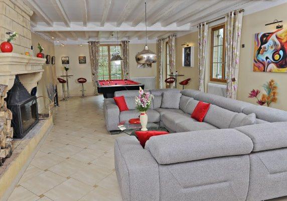salon billard chambres d'hôtes Dordogne en bord de rivière Sarlat